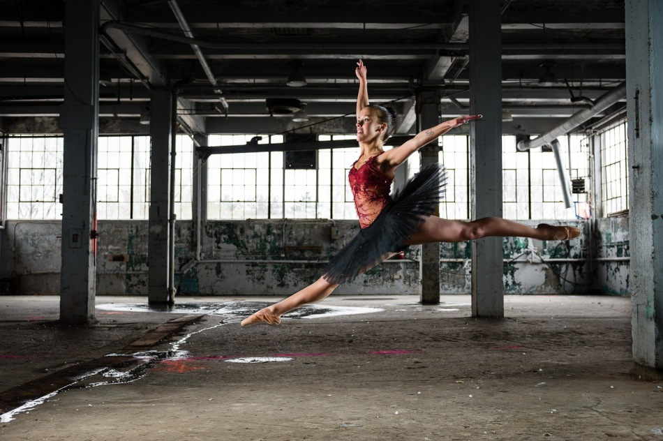 201204_Ballerina_Abandoned_Warehouse-101